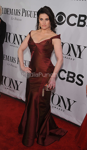New York, NY- June 8: Idina Menzel attend the American Theater Wing's 68th Annual Tony Awards on June 8, 2014 at Radio City Music Hall in New York City. (C)  Credit: John Palmer/MediaPunch