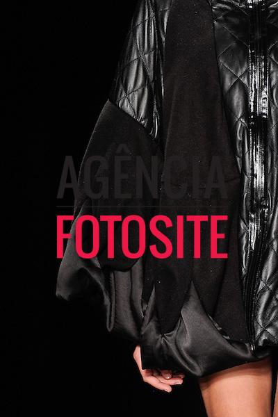 Rio de Janeiro, Brasil – 13/01/2012 - Detalhes do desfile de Agatha durante o Fashion Rio  -  Inverno 2012. Foto : Marcelo Soubhia / Agência Fotosite