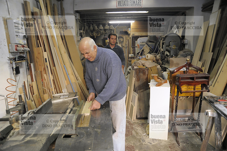 - Milano, gli artigiani del quartiere Ticinese Barona; Aldo Carbonetto, falegname<br /> <br /> - Milan, the artisans of Ticinese Barona district; Aldo Carbonetto, carpenter