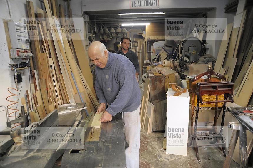 - Milano, gli artigiani del quartiere Ticinese Barona; Aldo Carbonetto, falegname<br /> <br /> - Milan, the artisans of Ticinese Barona district; Aldo Carbonetto, carpenter