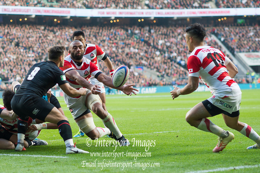 Twickenham, United Kingdom, Saturday, 17th  November 2018, RFU, Rugby, Stadium, England,  Michael LEITCH, passes the ball to Yu TAMURA, during the  Quilter Autumn International, England vs Japan, © Peter Spurrier