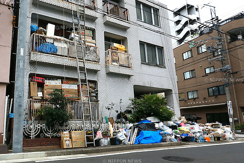 A garbage-filled house is seen in Nagoya City, Aichi Prefecture, Japan on June 4, 2016. (Photo by AFLO)