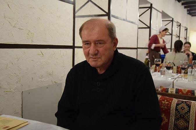 """Krimtatar Ilmi Umerow, Vorsitzender der krimtatarischen Versammlung """"Medschlis"""", wurde von einem russischen Gericht wegen """"Verletzung der territorialen Integrität der Russischen Föderation"""" zu zwei Jahren Haftstrafe verurteilt, dann brachten ihn Unbekannte nach Ankara. Ein Deal zwischen Putin und Erdogan soll zu seiner Freilassung geführt haben."""
