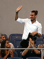 AS Roma's new forward Daniel Pablo Osvaldo, of Argentina, waves to fans prior to the start of an Europa League preliminary second leg football match between AS Roma and SK Slovan Bratislava, at Rome's Olympic stadium, Roma, 25 august 2011..UPDATE IMAGES PRESS/Riccardo De Luca