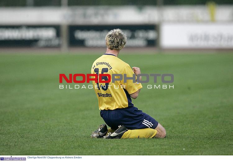 Oberliga Nord  2004/2005  30. Spieltag<br /> <br /> BV Cloppenburg vs BSV Kickers Emden<br /> <br /> 1-0 fŁr Cloppenburg. Schmedes zieht von links ab, Jaschob sieht nicht gut aus und der Ball landet im kurzen Eck - Jubel nach dem Tor durch Lars Schmedes<br /> <br /> Foto: &copy; nordphoto <br /> <br />  *** Local Caption *** Foto ist honorarpflichtig! zzgl. gesetzl. MwSt.<br />  Belegexemplar erforderlich<br /> Adresse: nordphoto<br /> Georg-Reinke-Strasse 1<br /> 49377 Vechta