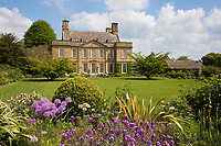 United Kingdom, England, Gloucestershire, Cotswolds, Bourton-on-the-Hill: Bourton House Garden | Grossbritannien, England, Gloucestershire, Cotswolds, Bourton-on-the-Hill: Bourton House Garden