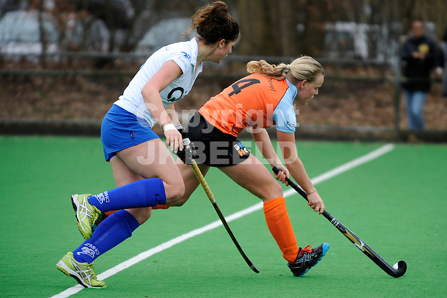 ZWOLLE - Hockey, Zwolle - HC Groningen, Overgangsklasse vrouwen, seizoen 2011-2012, 18-03-2012, Zwolle speelster Maxime kersthol (l) met Groningen speelster Senne Horsten (r)..