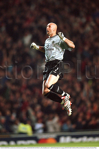 FABIEN BARTHEZ celebrates United's first goal, MANCHESTER UNITED 3 v Psv Eindhoven 1, UEFA Champions League 001018 Old Trafford Photo:Matthew Clarke/Action Plus...2000.Soccer.Premier League.Vodafone.Goalkeepers.Celebrations.football.association.english premiership club clubs.Celebrations .Joy.celebrate.celebration.celebrating.goalkeeper