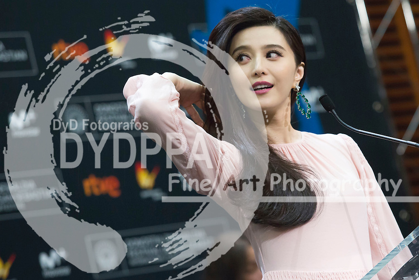 Fan Bingbing  poses