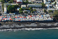 France, île de la Réunion, Saint Paul, marché hebdomadaire de Saint Paul,  vue aérienne  //  France, Ile de la Reunion (French overseas department), weekly open market of Saint Paul,  aerial view