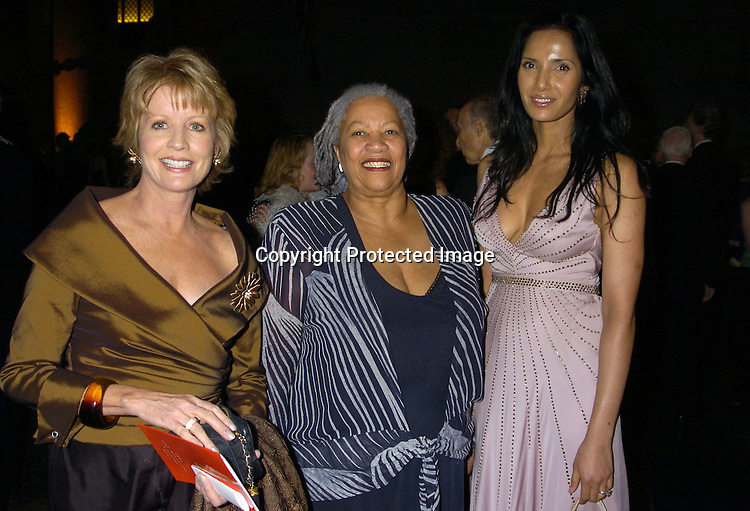 Chris Madden,Toni Morrison and Padma Lakshmi-Rushdie ..at the 2005 Pen Montblanc Literary Gala at The American Museum of Natural History on April 20, 2005. The Gala honors domestic and international champions of free expression with the Freedom of Expression Awards. ..Photo by Robin Platzer, Twin Images..