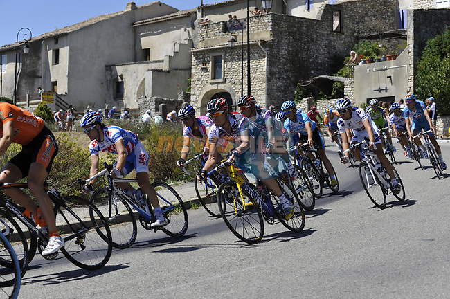 The peleton including Cadel Evans (AUS) Silence-Lotto pass through the medieval village of Salles Sous Bois during the penultimate Stage 19 to Mont Ventoux during the Tour de France 2009 running 167km from Montelimar to Mont Ventoux, France. 25th July 2009 (Photo by Eoin Clarke/NEWSFILE)