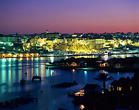 Spanien, Balearen, Menorca, Mahon: Stadt und Hafen bei Nacht | Spain, Balearic Islands, Menorca, Mahon: Town and Harbour at night