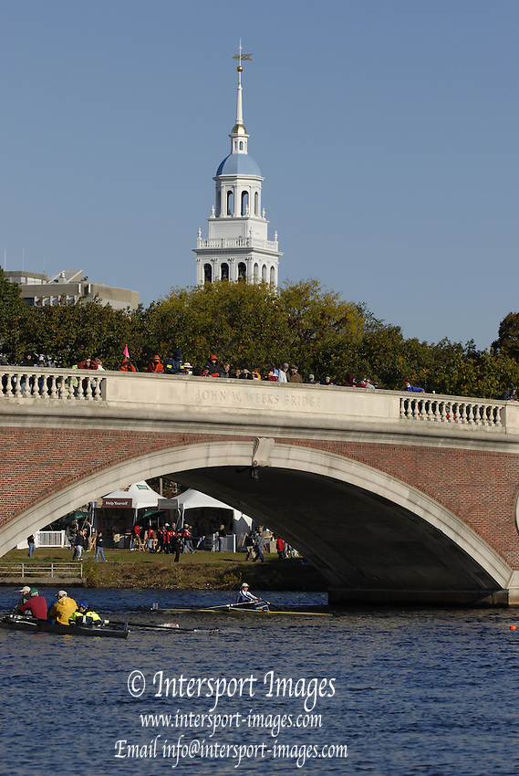 Boston, Massachusetts, Senior Master Women's Single, CB SANDS-BOHRER approaches and moves under the  Weeks Footbridge, competing in the Forty second Head of the Charles, 21/10/2006.  Photo  Peter Spurrier/Intersport Images...[Mandatory Credit, Peter Spurier/ Intersport Images] Rowing Course; Charles River. Boston. USA