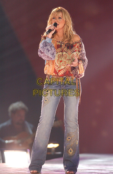 JAMIE O'NEAL.CMT 100 Greatest Duets, to air on CMT September 17th 2005 held at Gaylord Entertainment Center, Nashville, .USA, June 8th 2005..full length country music on stage live gig concert .Ref: ADM.www.capitalpictures.com.sales@capitalpictures.com.©Laura Farr/AdMedia/Capital Pictures.