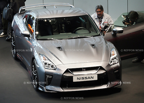April 1, 2016, Yokohama, Japan - Japan's auto giant Nissan Motor unveils the company's flagship sports car GT-R at the Nissan headquarters in Yokohama, Kanagawa prefecture on Friday, April 1, 2016. The new GT-R has 3.8-litre V6 twin turbo charged engine which has 565-horsepower. (Photo by Yoshio Tsunoda/AFLO) LWX -ytd-