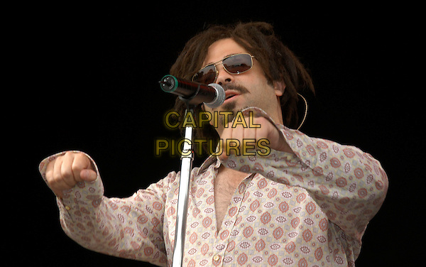 COUNTING CROWS.V2002 concert in Chelmsford, UK..August 18th, 2002.half length stage festival V live gig performance music singing pink pattern shirt sunglasses shades.CAP/PL.©Phil Loftus/Capital Pictures