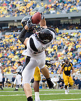 Cincinnati tight end Connor Barwin makes a spectacular 15-yard touchdown reception.  The West Virginia Mountaineers defeated the Cincinnati Bearcats 42-24 on November 11, 2006 at Mountaineer Field, Morgantown, West Virginia..