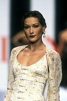 CARLA BRUNI<br /> 1994<br /> Valentino<br /> &copy; Guy Marineau/Catwalkpictures/TORDOIR/DALLE