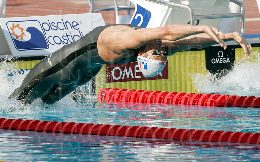 France's Camille Lacourt dives for the start of the Men's 50m Backstroke final at the Swimming World Championships in Rome, 2 August 2009..UPDATE IMAGES PRESS/Riccardo De Luca