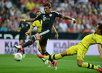 FUSSBALL   1. BUNDESLIGA   SAISON 2012/2013   SUPERCUP FC Bayern Muenchen - Borussia Dortmund            12.08.2012 Tor zum 1:0 durch Mario Mandzukic (li, FC Bayern Muenchen) gegen Mats Hummels (Borussia Dortmund)