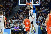 MADRID, ESPAÑA - 11 DE JUNIO DE 2017: Gustavo Ayón realiza un mate durante el partido entre Real Madrid y Valencia Basket, correspondiente al segundo encuentro de playoff de la final de la Liga Endesa, disputado en el WiZink Center de Madrid. (Foto: Mateo Villalba-Agencia LOF)