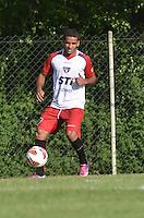 SAO PAULO, 04 DE MARCO DE 2013 - TREINO SAO PAULO - O jogador Douglas durante treino no CT da Barra Funda, regiao oeste da capital, na tarde desta segunda feira, 04. (FOTO: ALEXANDRE MOREIRA / BRAZIL PHOTO PRESS)