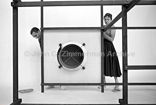 "Ken and Jo Isaacs, ""Living Cube,"" Detroit, 1954. Photographer John G. Zimmerman"