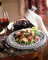 """Europe/France/Aquitaine/33/Gironde/Saint-Julien: Civet de homard au Haut-Médoc embeurré de choux vert - Recette de Claude Broussard chef du restaurant """"Saint-Julien"""""""