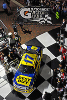 Winner Matt Kenseth (#17) drives into Victory Lane.
