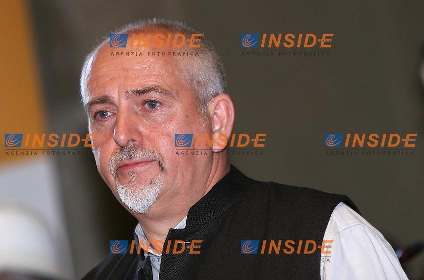Roma, 17/11/2006 7&deg; Summit Mondiale dei Premi Nobel per la Pace in Campidoglio. Nella foto Peter Gabriel, insignito del premio &quot;Uomo di pace&quot;.<br /> Photo Samantha Zucchi Inside (www.insidefoto.com)<br /> 7th Nobel Prize World Summit in Campidoglio, Rome. In the picture Peter Gabriel who was given a special Prize as &quot;Peace Man&quot;. Rome, 17, November, 2006.