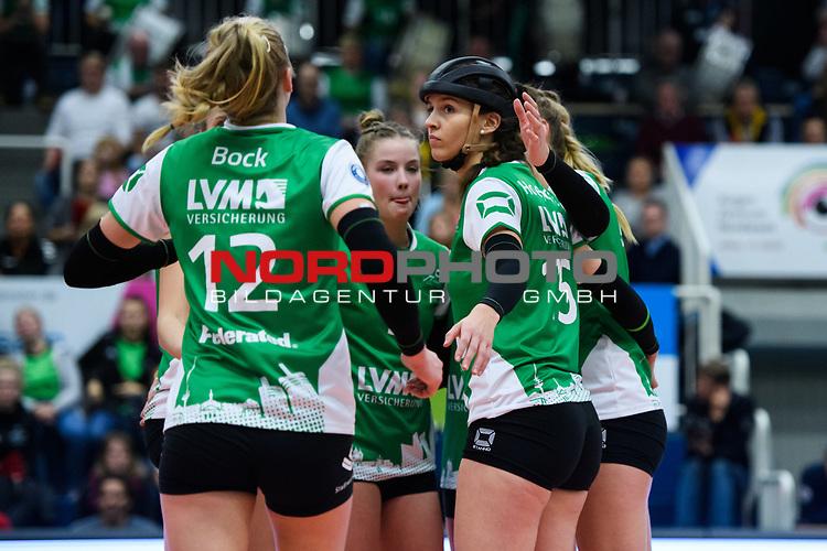 24.11.2018, Halle Berg Fidel, Muenster<br />Volleyball, DVV-Pokal Frauen, Viertelfinale, USC MŸnster / Muenster vs. SSC Palmberg Schwerin<br /><br />Linda Bock (#12 Muenster), Luisa Keller (#3 Muenster), Chiara Hoenhorst (#15 Muenster), Lina Alsmeier (#8 Muenster)<br /><br />  Foto &copy; nordphoto / Kurth