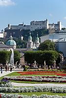 Oesterreich, Salzburger Land, Salzburg: Blick vom Mirabell Schlosspark zur Altstadt mit Dom und Festung Hohensalzburg | Austria, Salzburger Land, Salzburg: view across Mirabell Palace Garden towards Old Town with cathedral and fortress Hohensalzburg