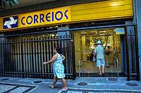 ATENCAO EDITOR: FOTO EMBARGADA PARA VEICULOS INTERNACIONAIS. - RIO DE JANEIRO, RJ,19 DE SETEMBRO 2012 - GREVE DOS CORREIOS-Agencia dos correios funciona normalmente durante a greve em Copacabana, zona sul do Rio de Janeiro.(FOTO: MARCELO FONSECA / BRAZIL PHOTO PRESS).