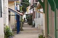 Europe/France/Aquitaine/33/Gironde/Bassin d'Arcachon/L'Herbe; les cabanons du village ostréicole ruelle