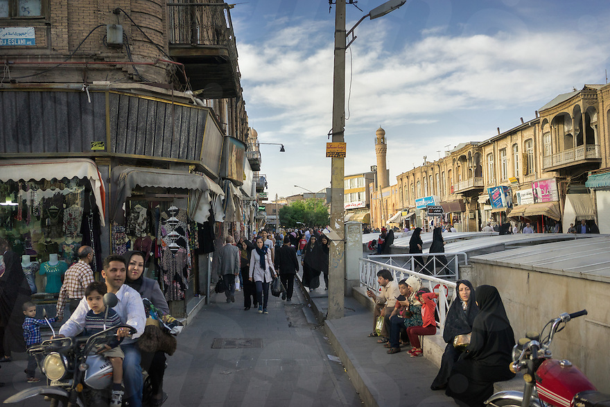 June 07, 2014 - Tabriz, Iran. A view of central Tabriz at the entrance of the Grand Baazar, one of the oldest and more important in the country. © Thomas Cristofoletti / Ruom