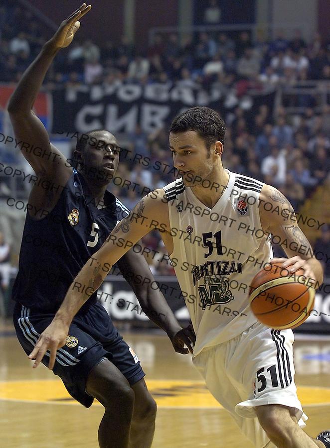 KOSARKA, EUROLEAGUE.PARTIZAN-REAL MADRID.MILAN GUROVIC & JIM BILBA, left.BGD, 18.11.2004..FOTO: SRDJAN STEVANOVIC