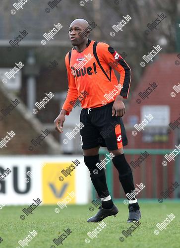 2010-01-17 / Voetbal / seizoen 2009-2010 / Willebroek-Meerhof - Ternat / Edoa Bounougou..Foto: mpics