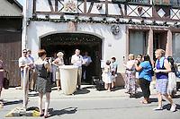 Rede von Monroe Kahn bei der Stolpersteinverlegung für die Familie Kahn - Stolpersteinverlegung in Geinsheim