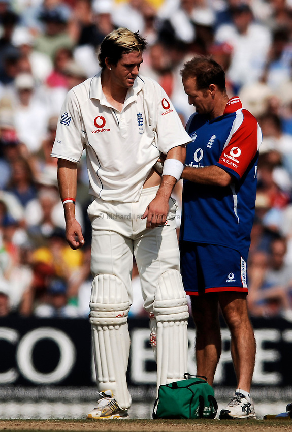 Photo: Glyn Thomas..England v Australia. nPower Test Series. The Ashes 2005..12/09/2005..England's Kevin Pietersen (L) receives treatment after being struck painfully in the ribs by Brett Lee.
