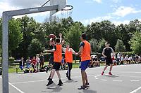Nauheim 20.05.2017: Streetball-Turnier der Kinder- und Jugendf&ouml;rderung<br /> Team Basket (orange) gegen Team Boxxer<br /> Foto: Vollformat/Marc Sch&uuml;ler, Sch&auml;fergasse 5, 65428 R'heim, Fon 0151/11654988, Bankverbindung KSKGG BLZ. 50852553 , KTO. 16003352. Alle Honorare zzgl. 7% MwSt.