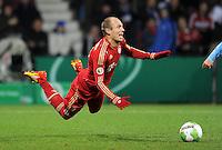 Fussball DFB Pokal:  Saison   2011/2012  Achtelfinale  20.12.2011 VfL Bochum - FC Bayern Muenchen  Schwalbe von Arjen Robben (FC Bayern Muenchen)