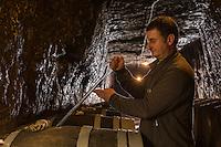 Europe/France/Centre/Indre-et-Loire/Vallée de la Loire/ Chançay: Domaine Vigneau-Chevreau - belles caves troglodytiques - AOP - Apellation Vouvray controlée -  Mr Vigneau // France, Indre et Loire, Chancay: Vigneau-Chevreau area - beautiful troglodyte caves - AOP - Apellation Vouvray controlled - Mr Vigneau<br /> Auto N: 2013-124