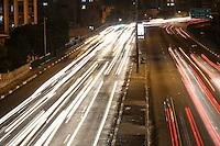 SÃO PAULO,SP, 01.07.2016 - TRÂNSITO-SP - Motoristas enfrentam trânsito no sentido leste e oeste do Viaduto Júlio de Mesquita Filho, no bairro da Bela Vista, na região central da cidade de São Paulo, nesta sexta-feira, 01. (Foto: Vanessa Carvalho/Brazil Photo Press)