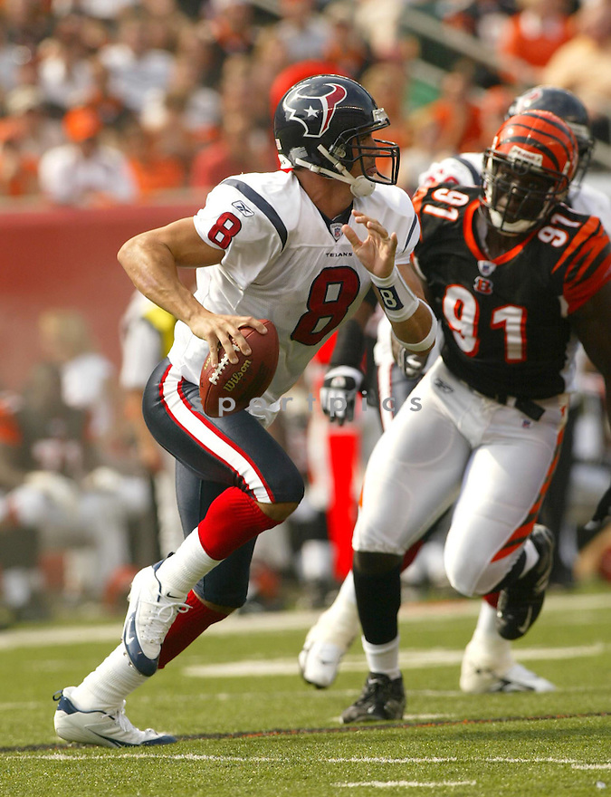 David Carr, of the Houston Bengals, during thier game against the Cincinnati Bengals on October 2, 2005...Kevin Tanaka / SportPics..Begals win 16-10
