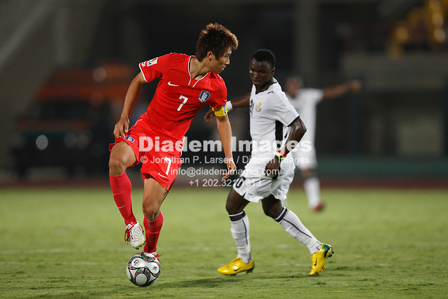 SUEZ, EGYPT - OCTOBER 9:  South Korea team captain Ja Cheol Koo (7) changes direction during a FIFA U-20 World Cup soccer match against Ghana October 9, 2009 in Suez, Egypt.  (Photograph by Jonathan P. Larsen)