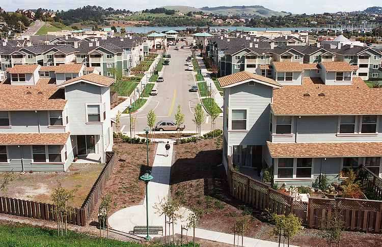 "3/29/99.MARIN CITY, CALIF.--Community activists say that this mixed-use development in what used to be a ""dust bowl"" in Marin City, Calif., was helped along by the Community Reinvestment Act. The development includes townhouses (foreground), apartments and a shopping center (background). A pubic housing complex is also nearby..CONGRESSIONAL QUARTERLY PHOTO BY SCOTT J. FERRELL"