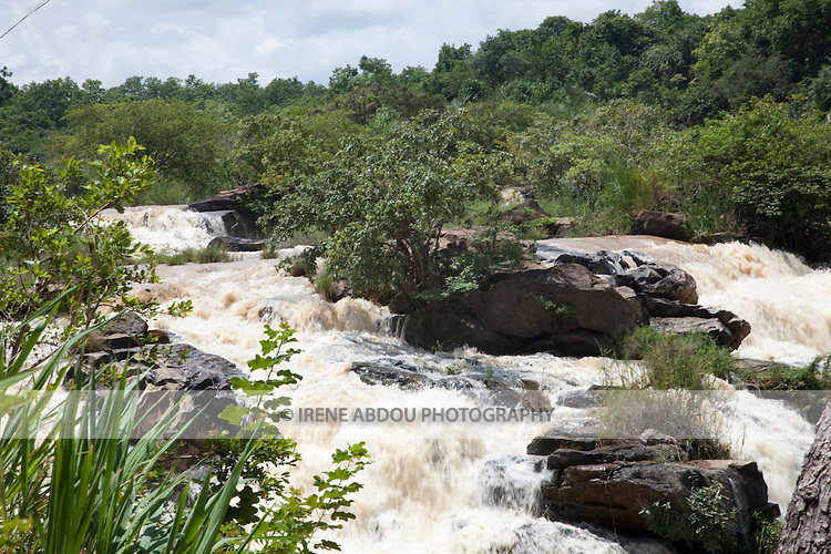 The impressive Gurara Falls, on the Gurara River in Nigeria's Niger State, is 200 meters wide, boasting a sheer drop of 30 meters.  Gurara Falls, an approximately 2-hour drive from the capital of Abuja, makes a pleasant day trip and picnic stop from the capital.