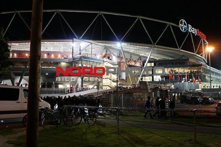 29.04.2017, BayArena, Leverkusen , GER, 1.FBL., Bayer Leverkusen 04 vs. FC Schalke 04<br /> im Bild / picture shows: <br /> nach Ende des Spiels gab es eine Sitzblockade vor der Tiefgarageneinfahrt von Fans, die mit der Leistung ihrer Mannschaft nicht zufrieden waren, es kam zu Auseinandersetzungen, ein gro&szlig;es Polizeiaufgebot war vorhanden. die Verantwortlichen von Bayer 04 haben den Fotografen verboten zu fotografieren. Es gab rege Diskussionen zur Pressefreiheit. <br /> <br /> <br /> <br /> Foto &copy; nordphoto / Meuter