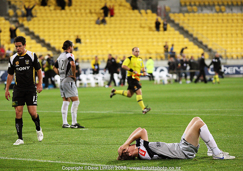 Victory's Michael Thwaite is shattered after the loss during the A-League football match between Wellington Phoenix and Melbourne Victory at Westpac Stadium, Wellington, New Zealand on Friday, 28 November 2008. Photo: Dave Lintott / lintottphoto.co.nz